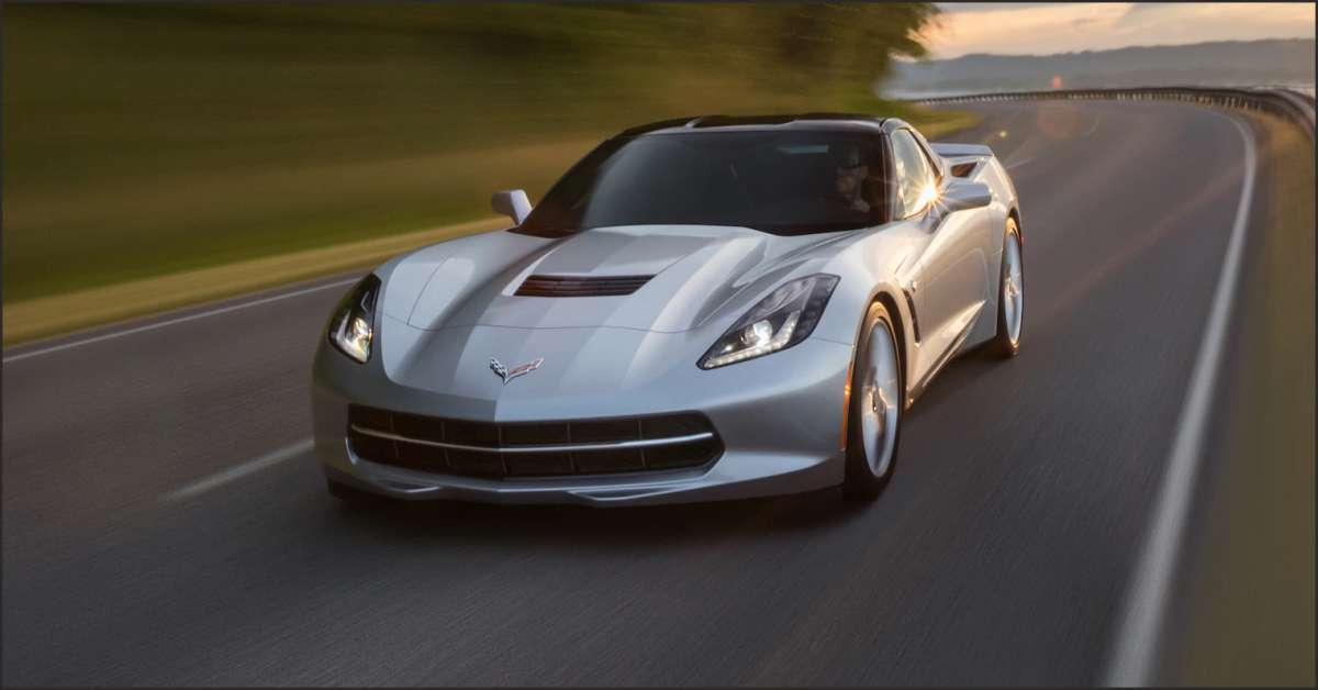 Chevrolet Introduces Corvette Stingray with Carbon-Fiber-Adorned Cockpit